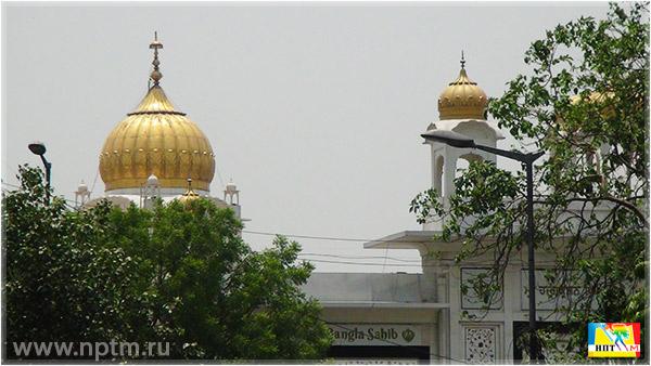 Последний день нашего путешествия по Индии 2018 мы посвятили посещению Золотого Храма сикхов - Гурдвара Бангла Сахиб. Храм Gurdwara Bangla Sahib в Дели. Фоторепортаж студии Марии Карпинской